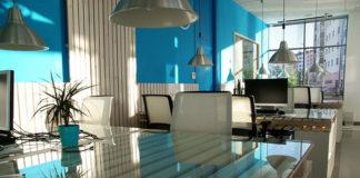 Dlaczego warto wynająć biuro zamiast pracować w domu?